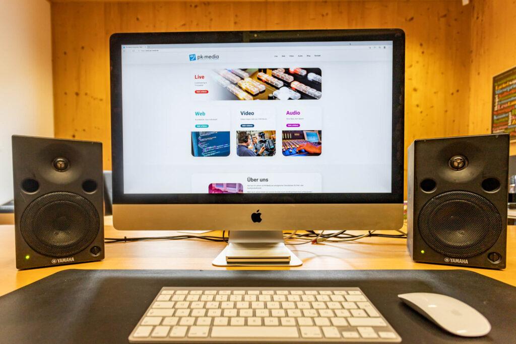 iMac mit PK-Media Website